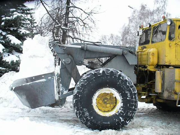 Old soviet loader TO-11 on K-701 tractor shassis in action