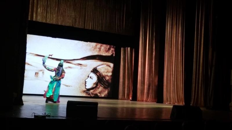 Монгольский танец с чашами. Регина Баракова