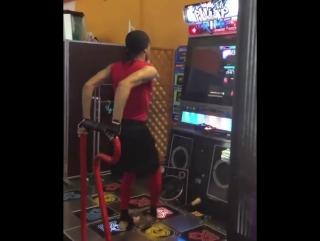 Шустрый танцор на игровом автомате