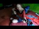 Девушка играет на гитаре. Зацепило.