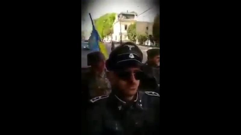 Неонацисты катаются по Львову в фашистской форме