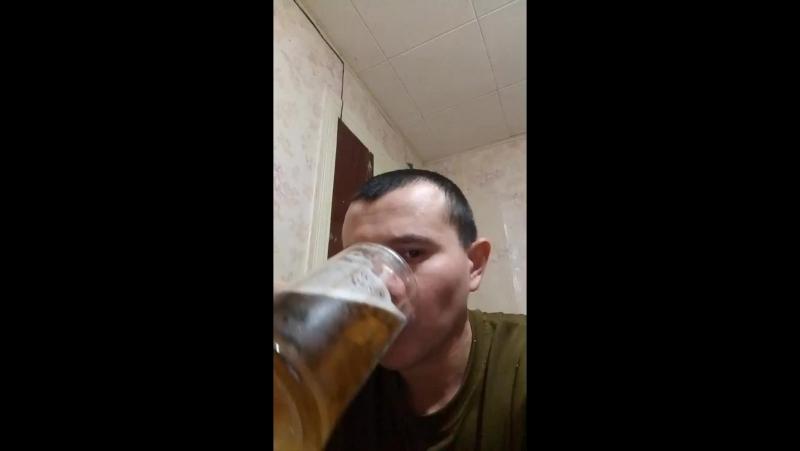 сижу скучаю пью пиво