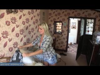 Люблю снимать свою голую мамку когда она наводит порядок в моей комнате для мальчиков