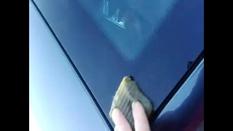 Удаление налёта снаружи стёкол автомобиля