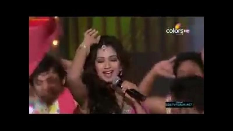 Выступление Шреи Гхошал на церемонии Mirchi Music Awards 2012