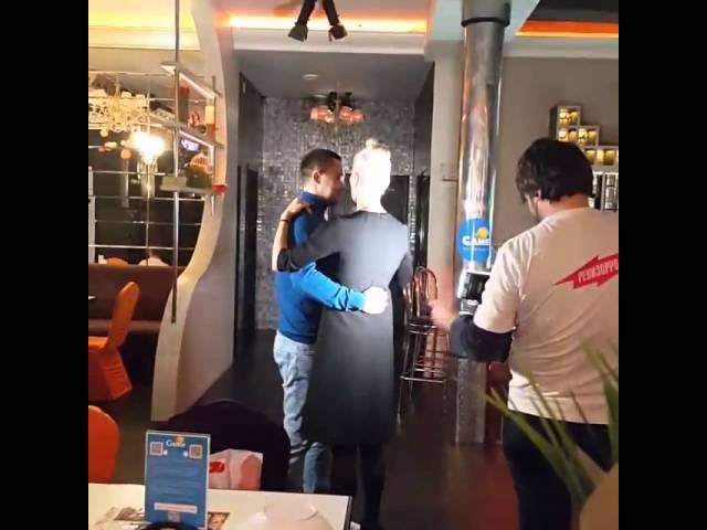 Ревизорро в Кирове: Лена Летучая танцует с директором кировского кафе