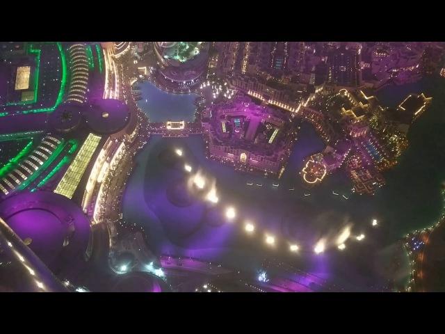 Вид с Бурдж Халифа на фонтан лазер шоу