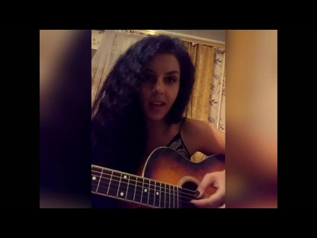 Девушка поет под гитару Ирина круг Тебе моя последняя любовь
