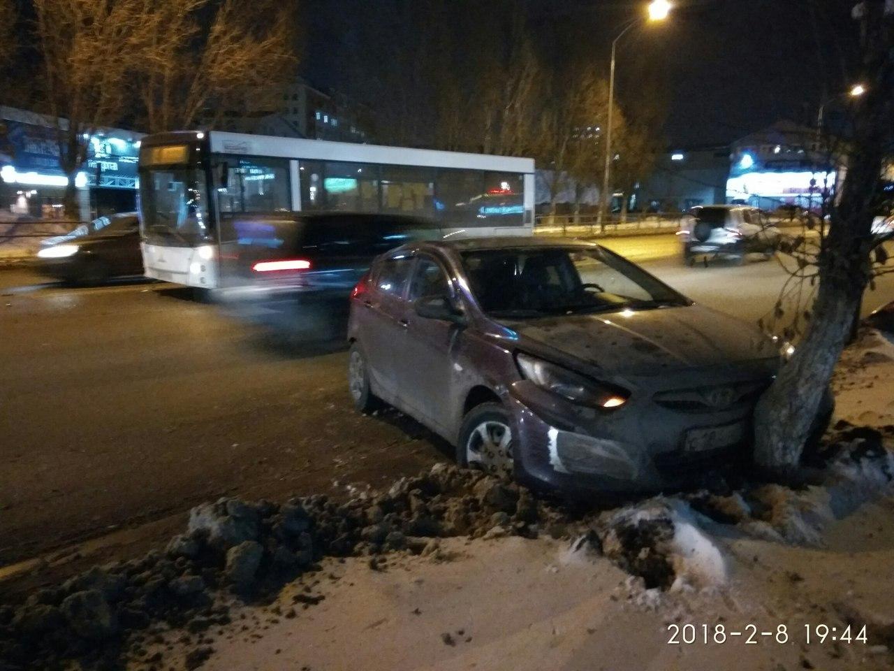 В Самаре на Московском шоссе «Хендай» протаранил пассажирский автобус