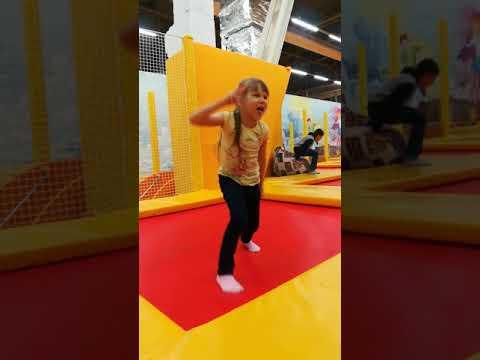 Улыбнитесь! 😀😀😀Крутые танцы Кати на батуте! 💥💥💥