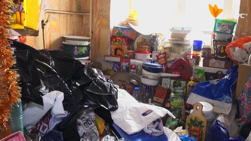 Жінка перетворила власну квартиру на сміттєзвалище