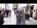Покидает свой отель в Нью-Йорке (16 октября 2017)