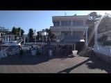 Солнечное утро среди белоснежных яхт
