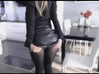 Сексуальная зрелая русская сексвайф sexwife мамка милф в чулках, латексе, колготках позирует [красотка показывает прелести]