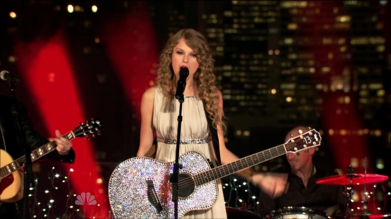 Taylor Swift - Mine (Live at Spin Magazine's Rooftop, New York, NBC Thanksgiving Special 2010)