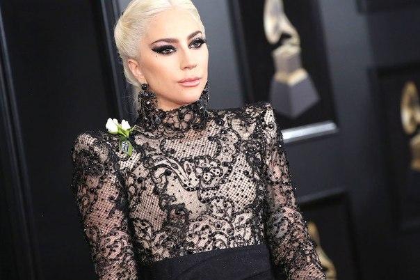 Мама монстров тоже в деле! Леди Гага запускает линию косметики