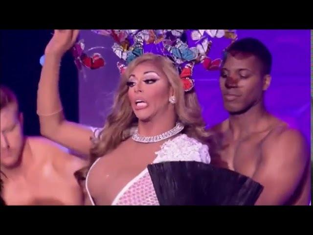 Mariah Carey drag queen impersonation