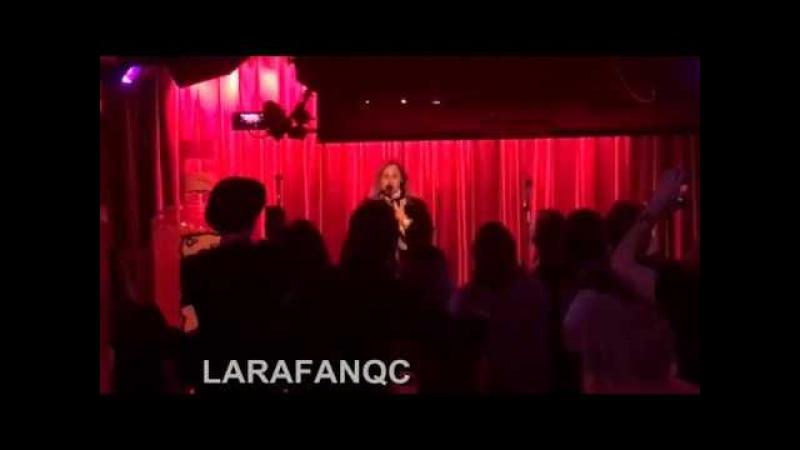 Lara Fabian chante ''Je t'aime'' au Karaoké de Montréal crée une belle surprise aux clients. 2018