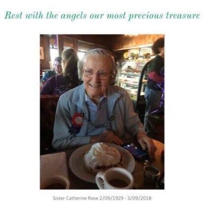 Пожилая монахиня скончалась во время суда против певицы Кэти Перри