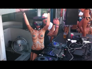 Голая по грудь диджей Милана. Bora-Bora Ibiza  Topless Dj Milana (27.07.2015)