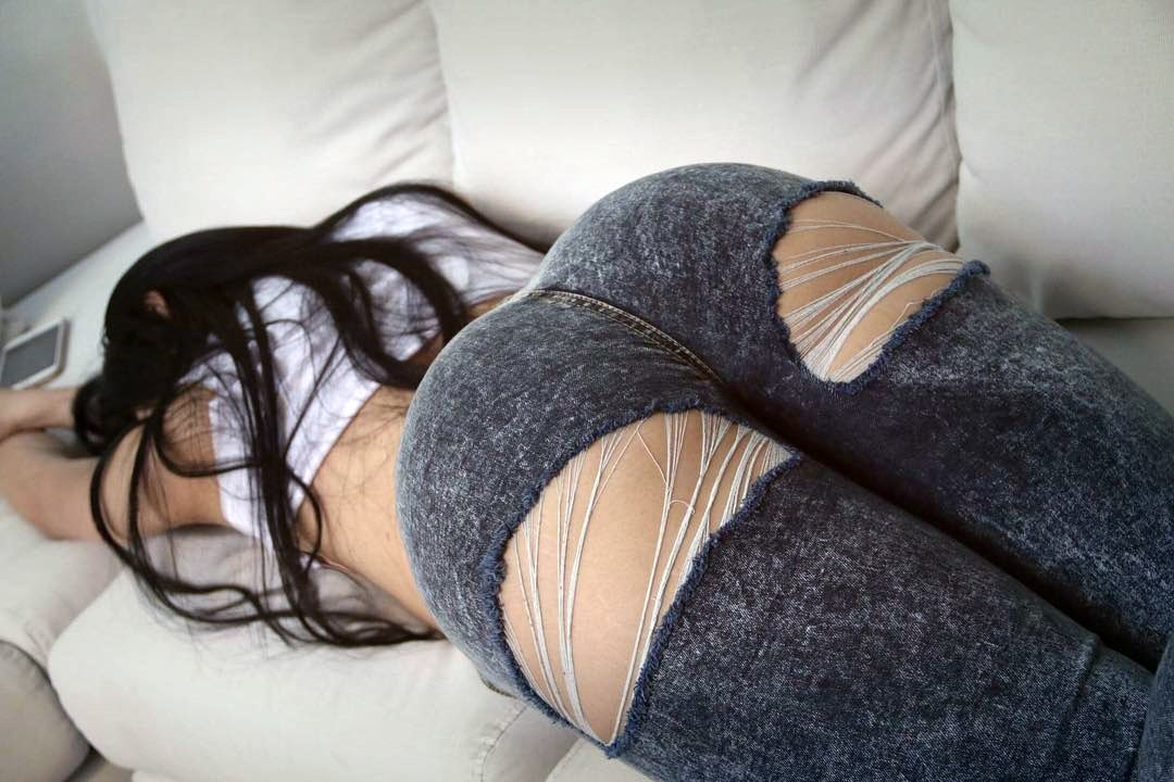 Mia khalifa showing how to fuck