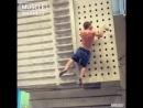 Спортсмен с невероятно сильными руками