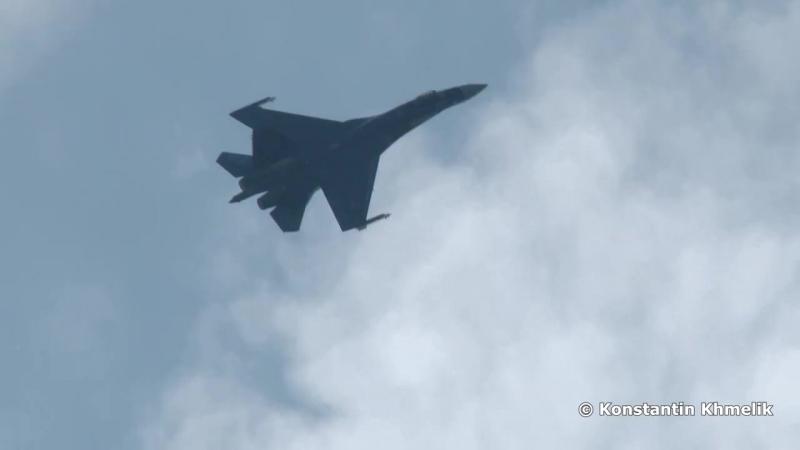 Высший пилотаж Су-35С на МАКС 2015 (1080p 60fps). Очередное издевательство над законами физики, теперь и с 60FPS