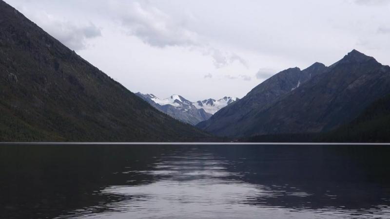 Покой и тишина. Нижнее Мультинское озеро. Алтай