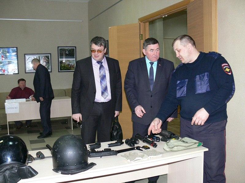 15 февраля в конференц-зале городской библиотеки Снежинска состоялся семинар-совещание по антитеррористической защищенности.