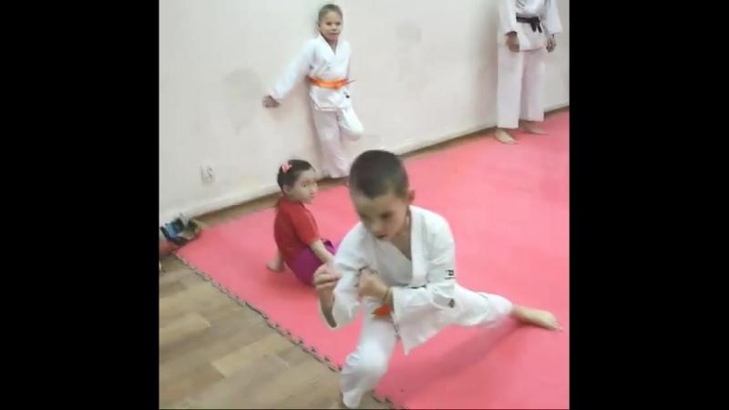 Каратэ Шотокан - олимпийский вид спорта 🥇На наши занятия по самообороне к тренеру Эмилю Сабирову (черный пояс, 2 Дан) приводят д