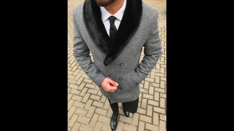 Серое двубортное пальто The Men's Club F/W 17