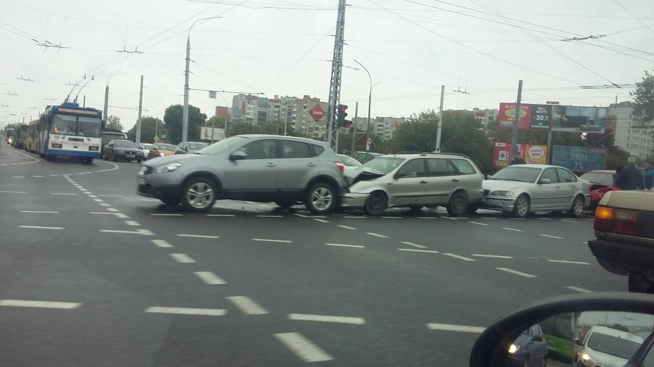 Утром на перекрёстке Пионерской и Московской произошло ДТП с участием четырёх авто