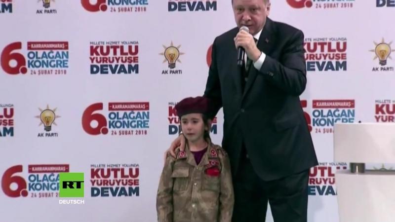 Erdogan küsst schluchzendes Mädchen in Uniform- -Wenn Du Dich opferst- werden wir Dich ehren--