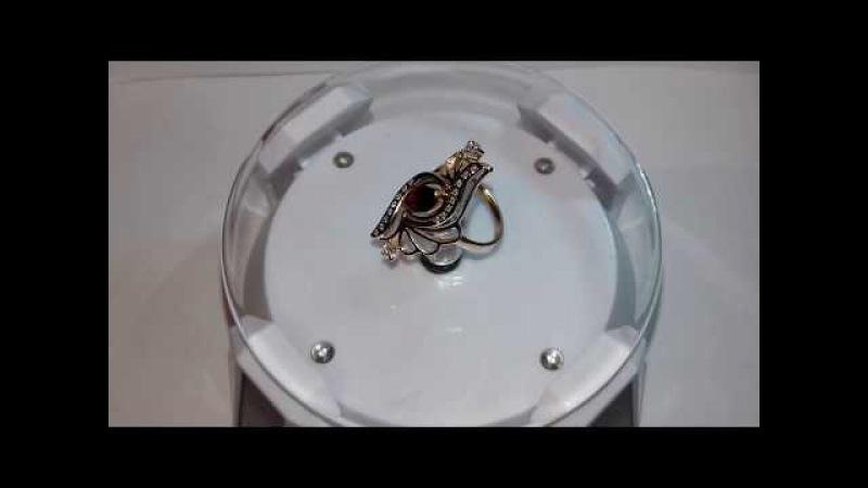 Золотое кольцо с фианитами и рубином