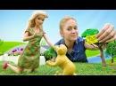 Барби нашла в парке собаку. Видео для девочек
