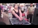 Garoto , Jovem com sindrome de down Tocando maquina de DJ (VIDEO ORIGINAL)