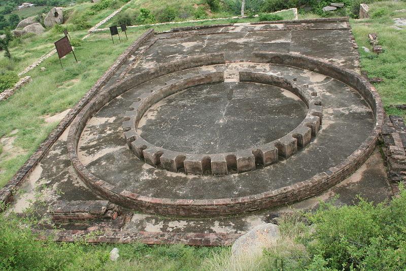ступа в городе Виратнагаре индия