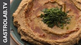 Хумус с оливковым маслом и паприкой