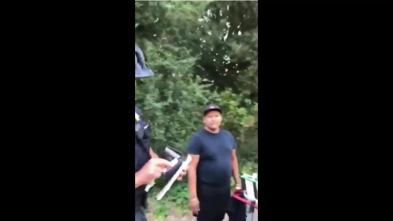 UC Berkeley police officer citing hot dog vendor