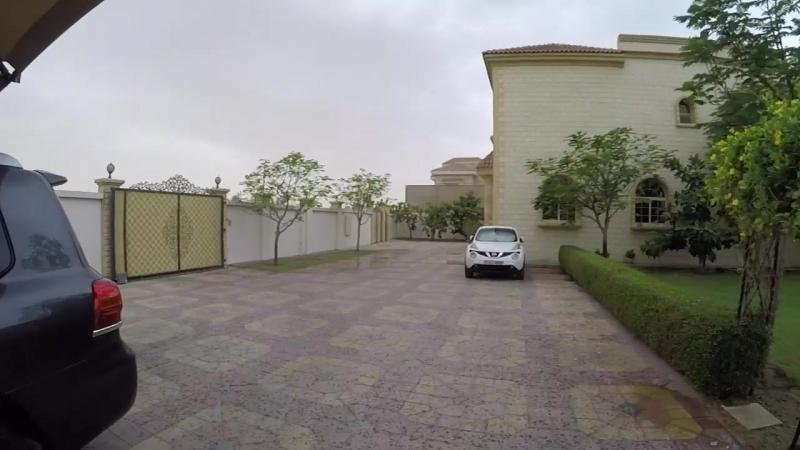 Радуемся дождю в эмиратах....