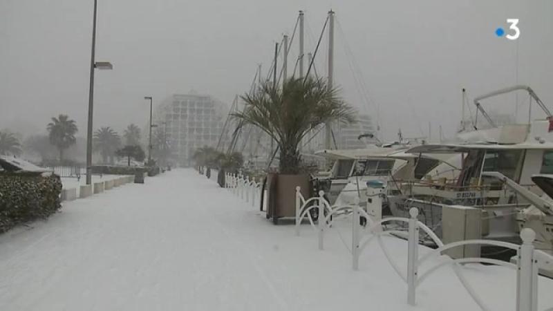 La neige à la plage et sur le littoral de lHérault. Images F3 LR Suivez notr...
