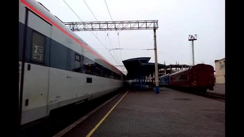 отправление электропоезда ЕКр1-002 рейсом 732 интерсити Запорожье-Киев отдельное спасибо бригаде за приветсвие !