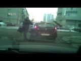 На ВИЗе мамаша с маленьким ребёнком, накинулась на машину