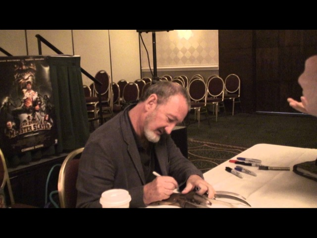 Robert Englund aka Freddy Krueger Autograph Signing @ Monster Mania Horror Convention 2008