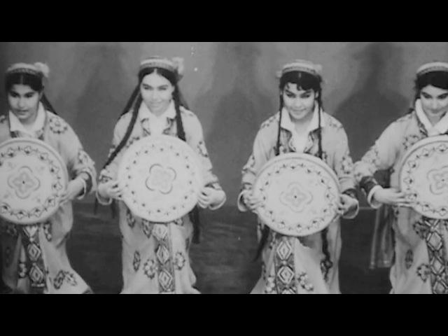 Таджикский танец девушек с дойрами
