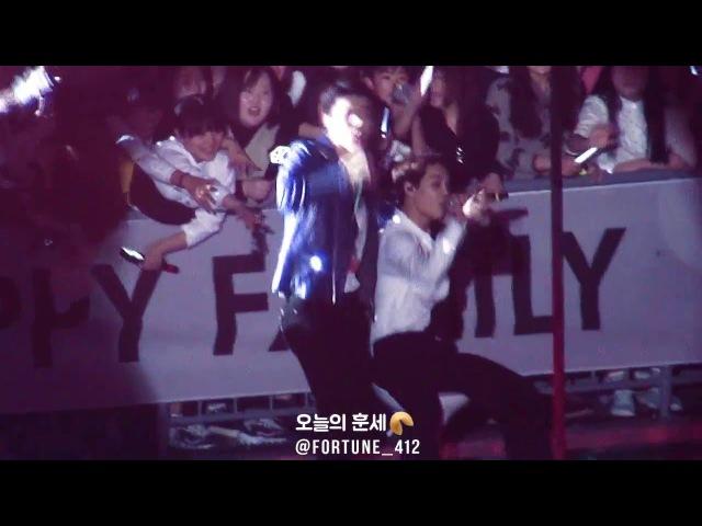 160318 EXO'luXion[dot] FULL MOON KAI SEHUN, 팬들이랑 노래 함께 하는 종인이랑 지나가던 세훈이 불러서 같이 무대 즐기는 구사즈♡