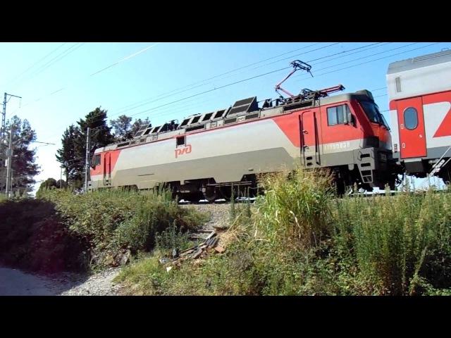 ЭП20-034 с двухэтажным поездом №104В Москва — Адлер