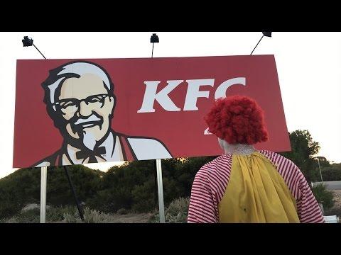 Ronald McDonald VS KFC Sign (LIVE) | Рональд МакДональд Против Рекламного Щита KFC [Русская озвучка]