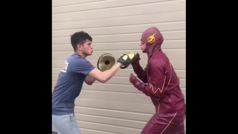 Ну очень быстрый боксер.