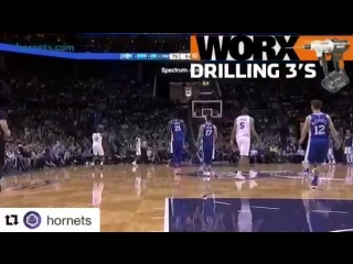 Dwight Howard lets it fly to beat the buzzer